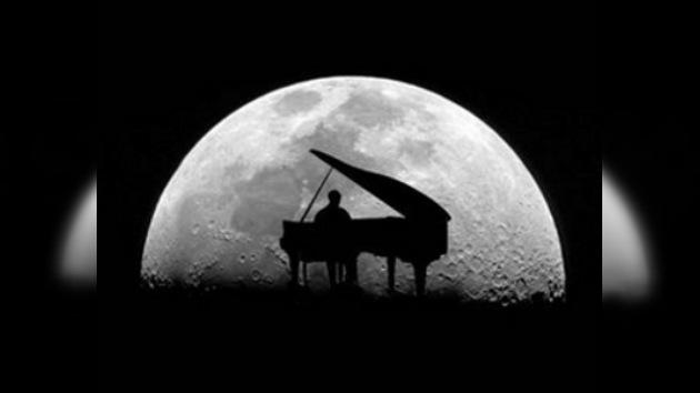 Un músico polaco tocó el piano durante 101 horas 8 minutos y 3 segundos