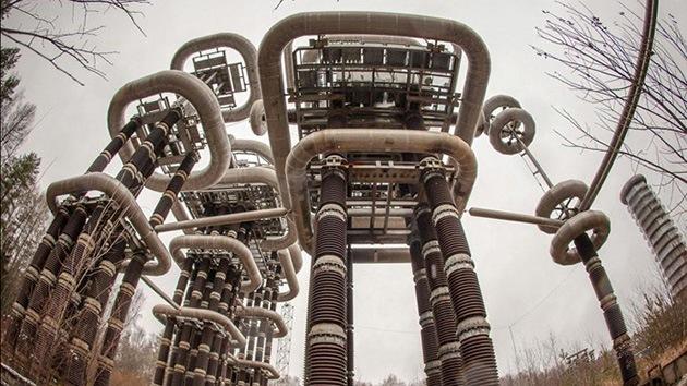 Fotos, Video: ¿Qué rayos es esto?: La central eléctrica que parece una colonia alienígena