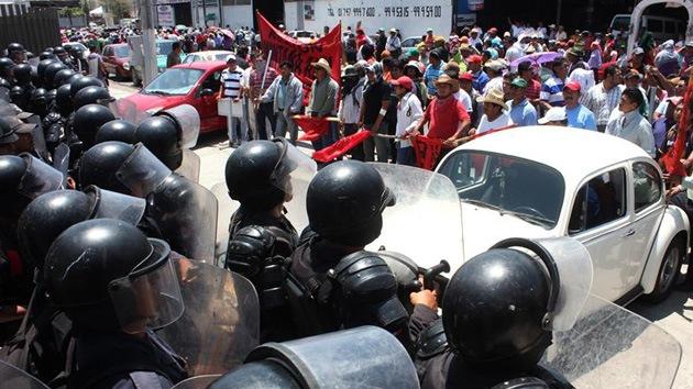 Profesores mexicanos toman emisoras de radio para denunciar la reforma educativa