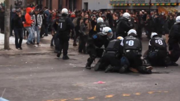 Video: La Policía canadiense arremete contra una manifestación de estudiantes
