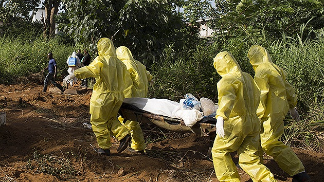 Nadie entierra los cuerpos de las víctimas del ébola en Sierra Leona