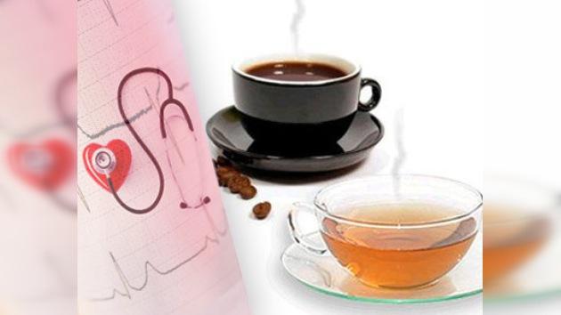 Tomar té o café reduce el riesgo cardiovascular
