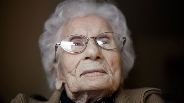 El truco de la mujer más vieja del mundo: no a la comida chatarra y ocuparse solo de lo suyo