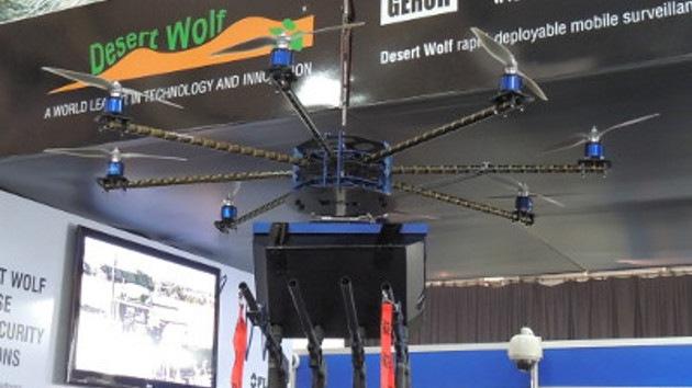 Sudáfrica presenta un dron para dispersar manifestantes que lanza gas pimienta
