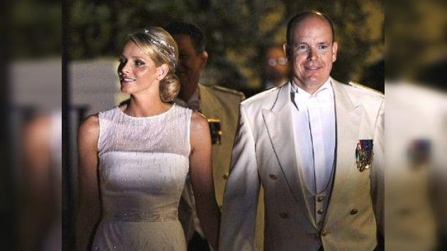 La princesa Charlene de Mónaco lució una tiara 'de agua' en su banquete nupcial