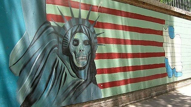 """Politóloga: """"EE.UU. seguirá con su política de derrocamiento de regímenes indeseables"""""""