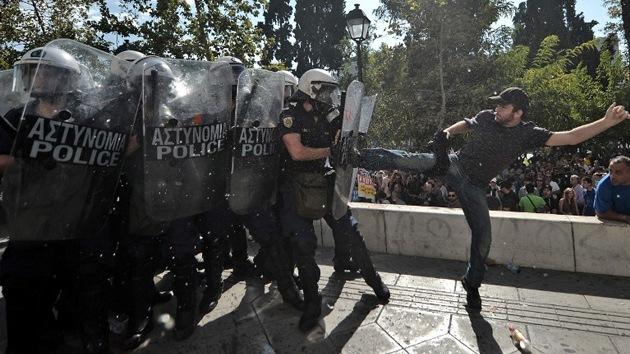 Gas y lágrimas en Atenas: la Policía dispersa violentamente a los manifestantes