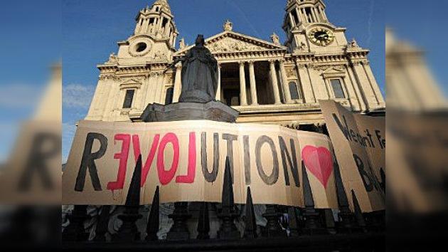 Alarma policial en EE. UU. y Gran Bretaña ante el renovado empuje de los indignados