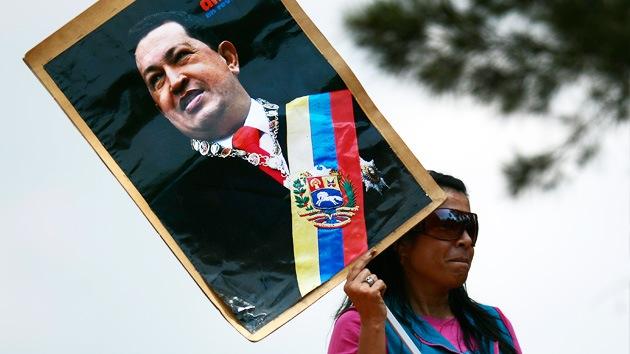 Redes sociales hacen pasar una vieja fotografía de Chávez por nueva