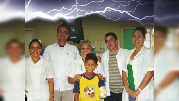 Un niño travieso sobrevivió a un golpe eléctrico de 13.800 voltios