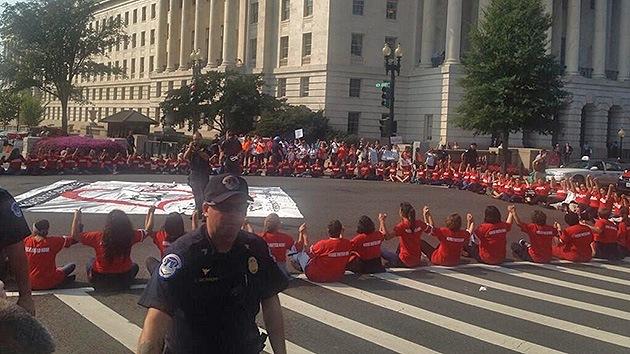 EE.UU.: Arrestan a mujeres que exigen leyes de inmigración frente al Capitolio