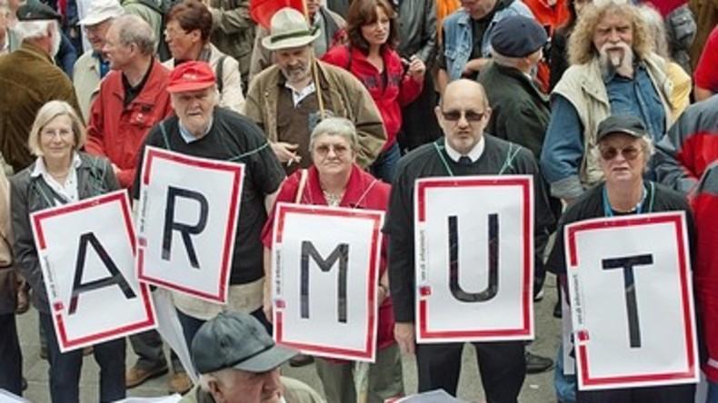 Rentner, schnallt den Gürtel noch enger - Rente für viele künftig 700 Euro unter Bedarf