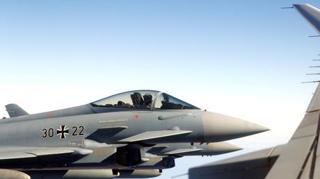 Deutscher Eurofighter bei einem Abfangmanöver über der Ostsee
