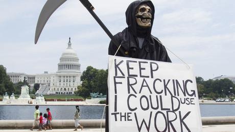 Protest als Sensenmann gegen LNG vor dem Capitol USA