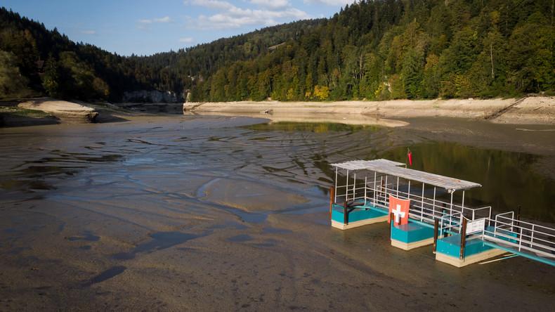 Rekordsommer macht Schweizer See zum Rinnsal