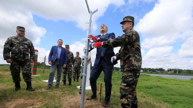 Baltische Staaten errichten Stacheldrahtzäune an Grenze zu Russland