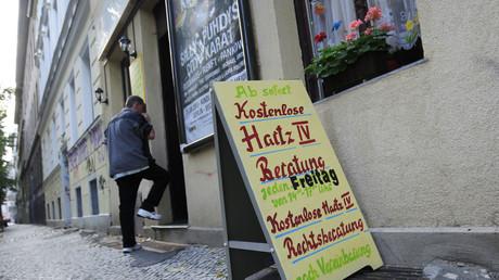 Symbolbild: Hartz-IV-Beratungsangebot im Berliner Stadtteil Neukölln.