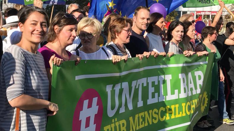 UN-Migrationspakt: Grüne fordern Umsetzung in deutsches Recht – und bestätigen damit die Kritiker
