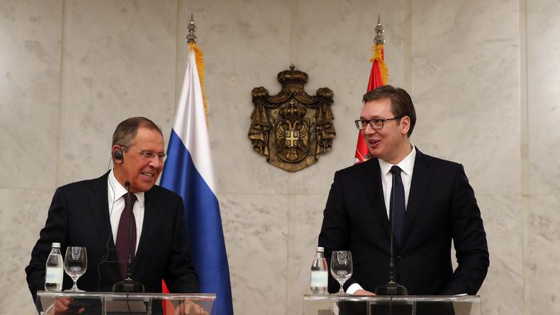 Lawrow antwortet auf Fragen zu russisch-serbischen Beziehungen