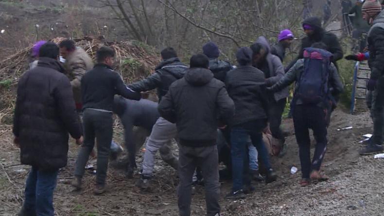 Auf dem Weg in die EU: Massenschlägerei zwischen Migranten an bosnisch-kroatischer Grenze