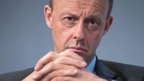 Der ehemalige Vorsitzende der CDU/CSU-Bundestagsfraktion und aktuelle Kandidat für den CDU-Vorsitz, Friedrich Merz, ist seit Frühjahr 2016 Vorsitzender des Aufsichtsrats von BlackRock Asset Management Deutschland.