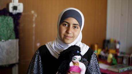 Symbolbild: Das syrische Flüchtlingsmädchen Omayma al Hushan, zur Zeit der Aufnahme 14 Jahre alt, startete eine Initiative gegen Kinderehen, Al Zaatari Flüchtlingscamp, Jordanien, 21. April 2016.