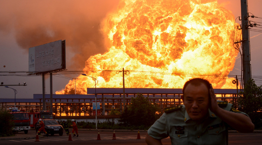 Huge blaze after blast rocks petrochemical plant in E China (VIDEO)