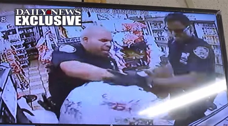 NYPD officers punch, club a man over $3 'pizza theft' (VIDEO)