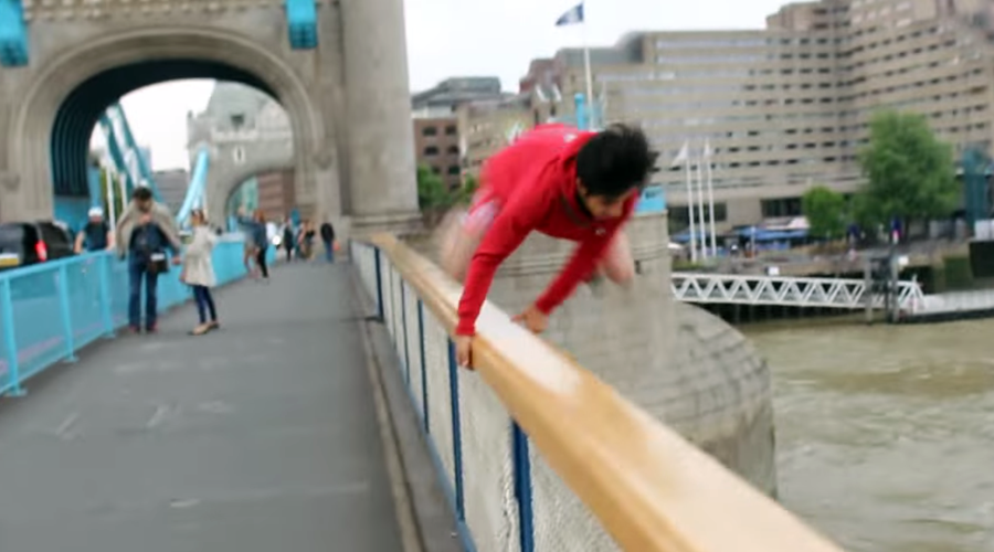 Vlogger's leap from Tower Bridge goes horribly wrong (VIDEO)