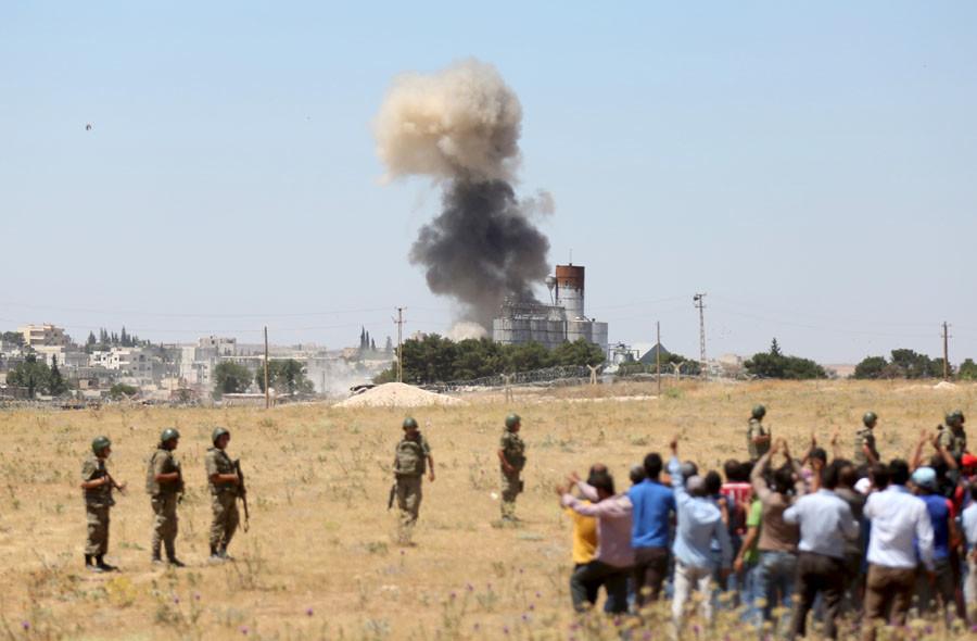 Kobani, Turkish border town of Suruc in Sanliurfa province, Turkey, June 25, 2015. © Ali Sahin