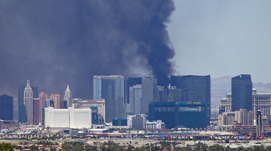 Pool oasis on luxury Las Vegas hotel roof burns down in black smoke (PHOTOS, VIDEO)
