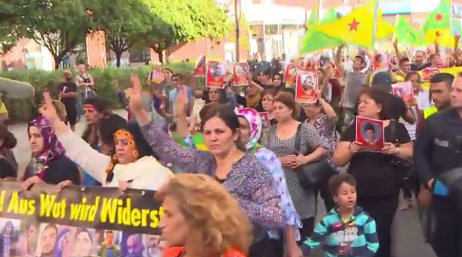 Pro-Kurdish activists march in Berlin © RT screenshot