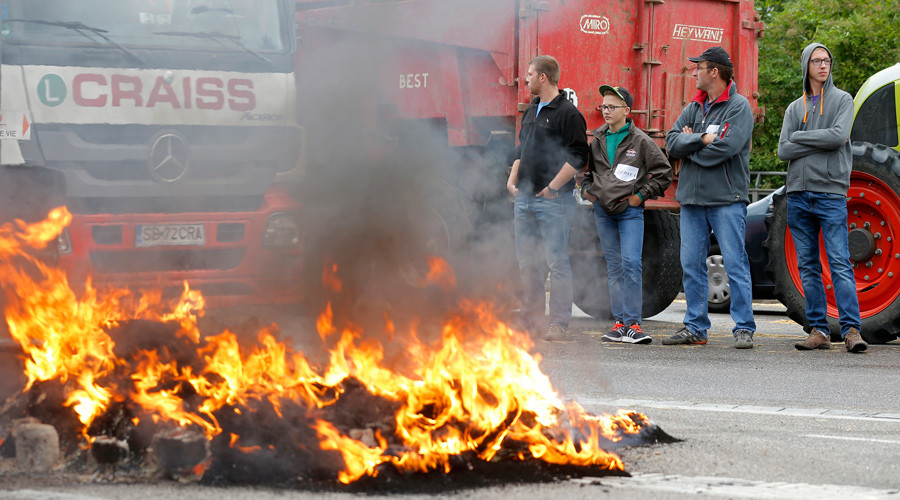 French farmers block routes from Spain, Germany to protest low meat & milk prices