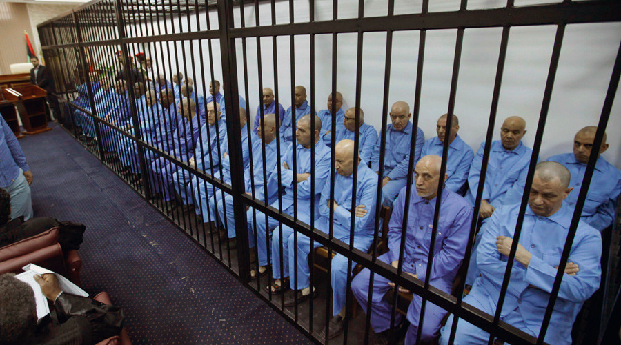 Officials of Muammar Gaddafi's government sit behind bars during a hearing at a courtroom in Tripoli November 16, 2014. © Ismail Zitouny