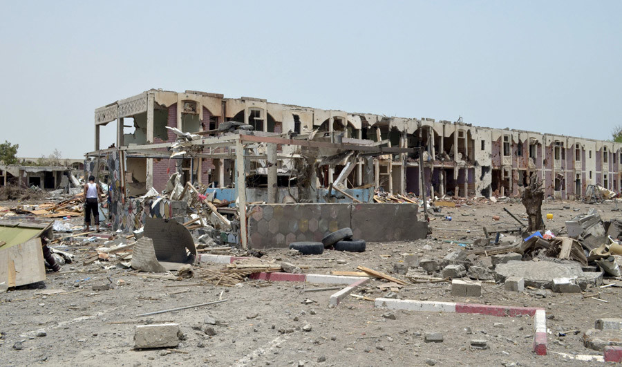 Damaged houses are seen one day after a Saudi-led air strike hit them in Yemen's western city of Mokha, July 26, 2015. © Stringer