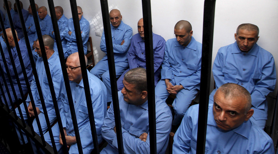 Former Gaddafi regime's officials sit behind bars during a verdict hearing at a courtroom in Tripoli, Libya July 28, 2015. © Ismail Zitouny