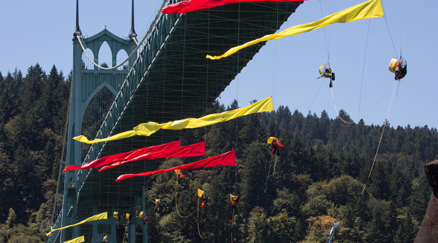 Greenpeace bridge danglers and 'kayaktivists' delay Shell icebreaker in Portland