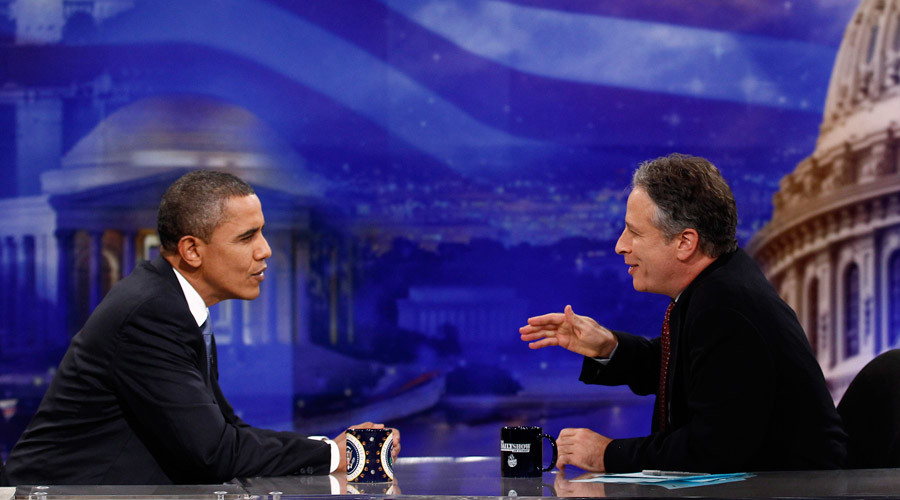 U.S. President Barack Obama speaks with Jon Stewart © Jim Young