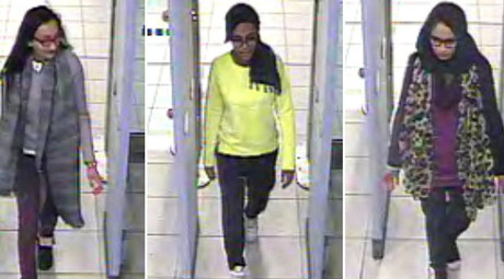 A combination of handout CCTV pictures shows (L-R) British teenagers Kadiza Sultana, Amira Abase and Shamima Begum passing through security barriers at Gatwick Airport, south of London, on February 17, 2015. © METROPOLITAN POLICE