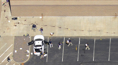Police examine the car of James Eagen Holmes behind the theater where a gunman opened fire on moviegoers in Aurora, Colorado July 20, 2012. © John Wark
