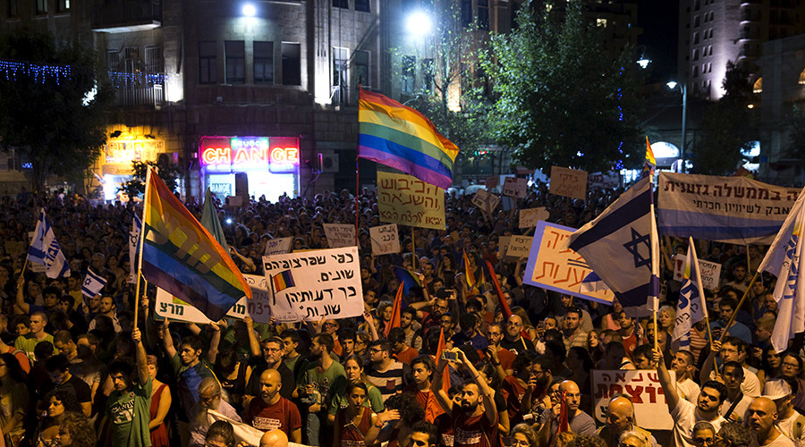 People take part in a rally to condemn an attack on the annual Gay Pride parade in Jerusalem August 1, 2015 © Ronen Zvulun