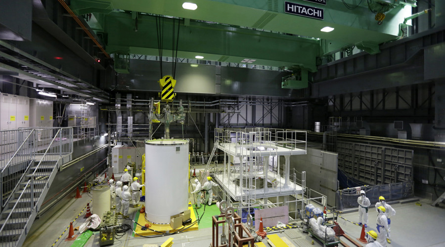 TEPCO removes 20-ton fuel handling machine from Fukushima fuel pool