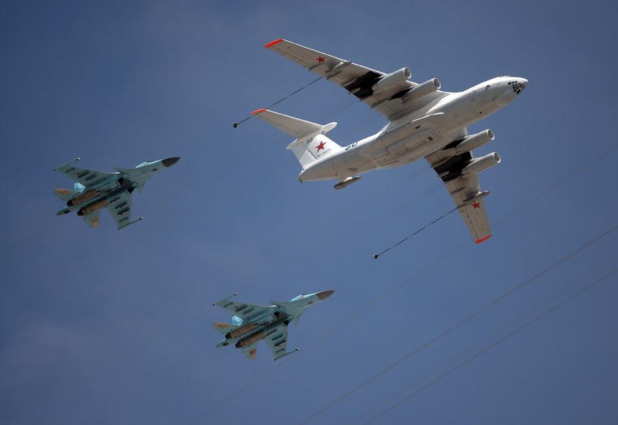 An Ilyushin Il-78 Midas air force tanker and a Mikoyan-Gurevich MiG-31 Foxhound fighter-interceptor. © Konstantin Chalabov