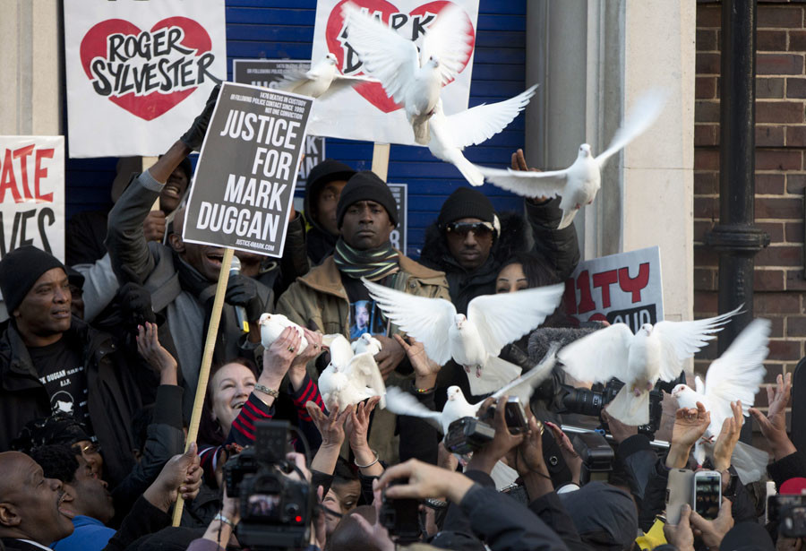 Family members of Mark Duggan release doves during a vigil for him outside Tottenham Police Station in Tottenham, north London January 11, 2014. © Neil Hall