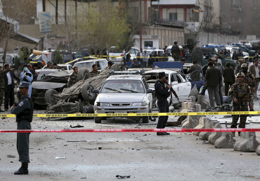Afghan security forces inspect the site of a suicide attack in Kabul March 25, 2015. © Omar Sobhani