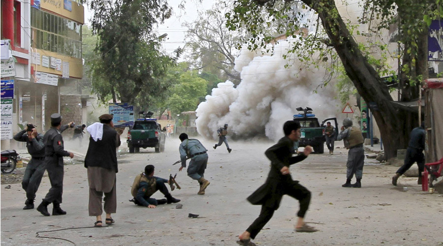 People run for cover after an explosion in Jalalabad April 18, 2015. © Parwiz
