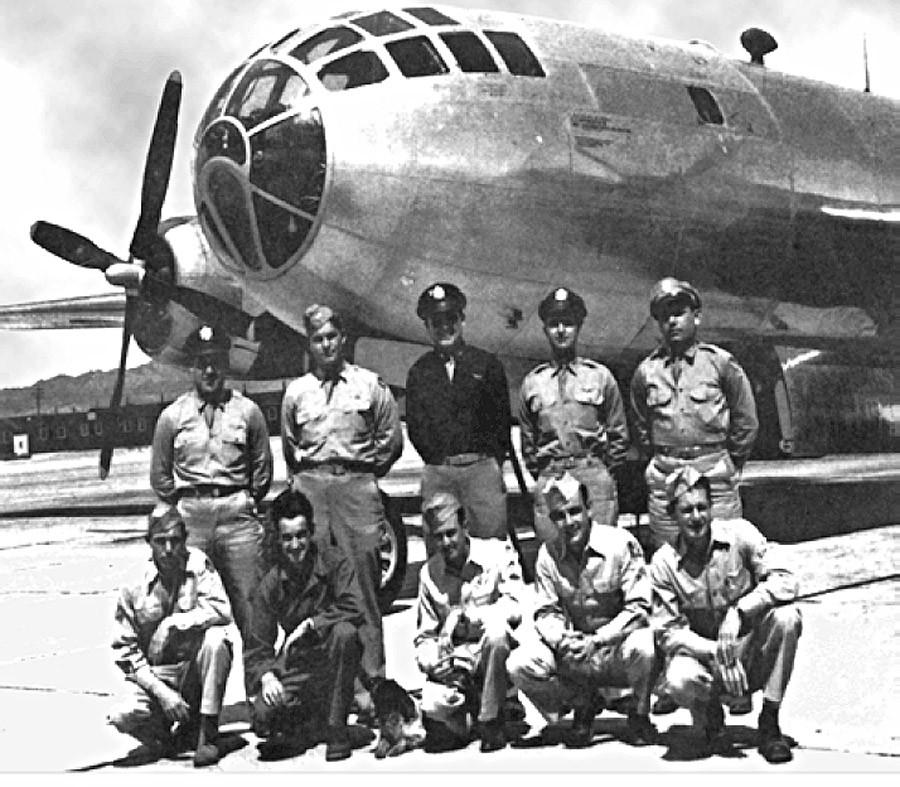The Bockscar and its crew, who dropped the Fat Man atomic bomb on Nagasaki © Wikipedia