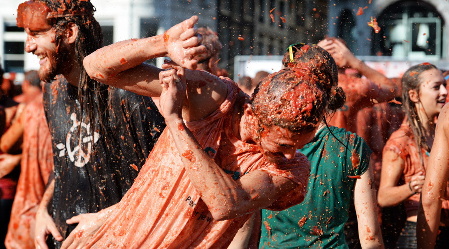 Participants are covered with pulp at the Dam square in Amsterdam after joining a tomato fight on September 14, 2014 in to protest the Russian boycot of the European fruit and vegetables. © Piroschka van de Wouw