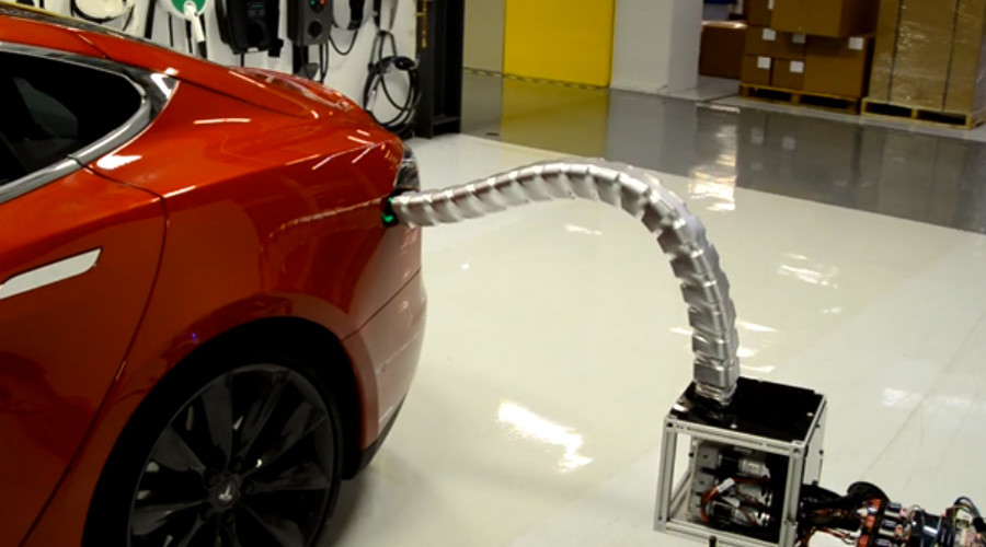 Goodbye humans! Tesla's new 'Snakebot' charger slithers into sockets (VIDEO)