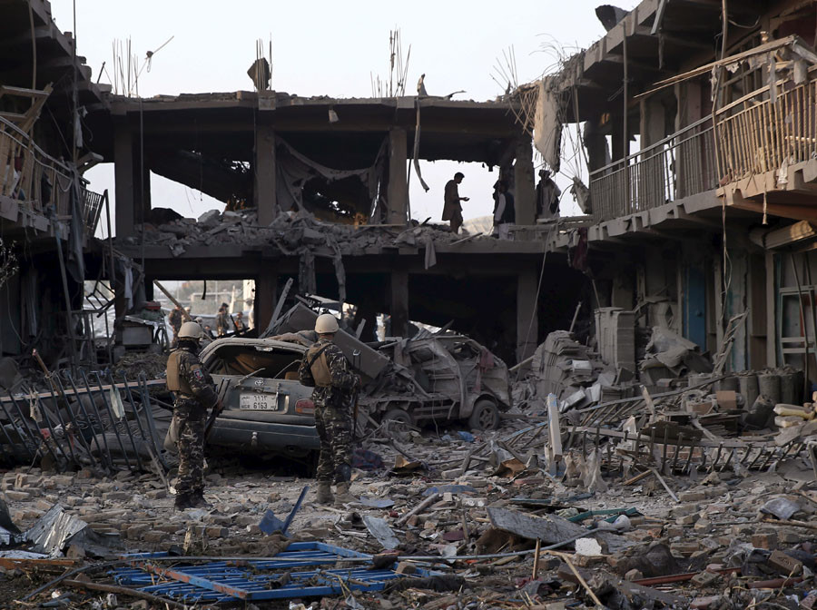Security personnel keep watch at the site of a truck bomb blast in Kabul, Afghanistan August 7, 2015. © Ahmad Masood